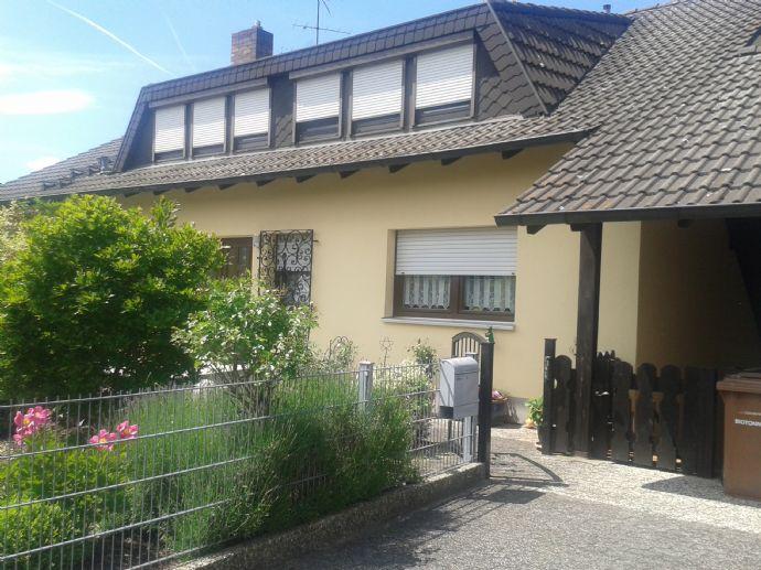 Röttenbach: Ruhig und Grün, helle 2,5 Zimmerwohnung mit Traumgarten