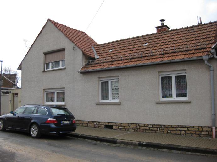 Kleines Wohnhaus mit separater Garage und Garten!