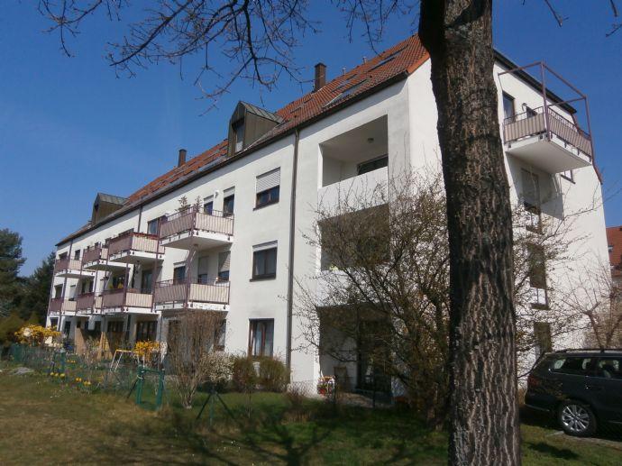 SCHÖNE HELLE 2-RAUM-DG-WOHNUNG im grünem Teil Dresdens