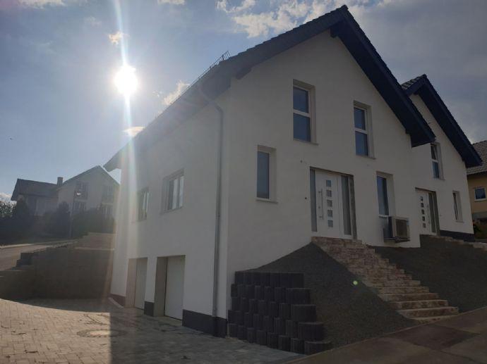 Lichtdurchflutete, ruhig- gelegene, neu-erbaute Doppelhaushälfte in Lissingen, Ortsgemeinde Gerolstein in der Vulkaneifel