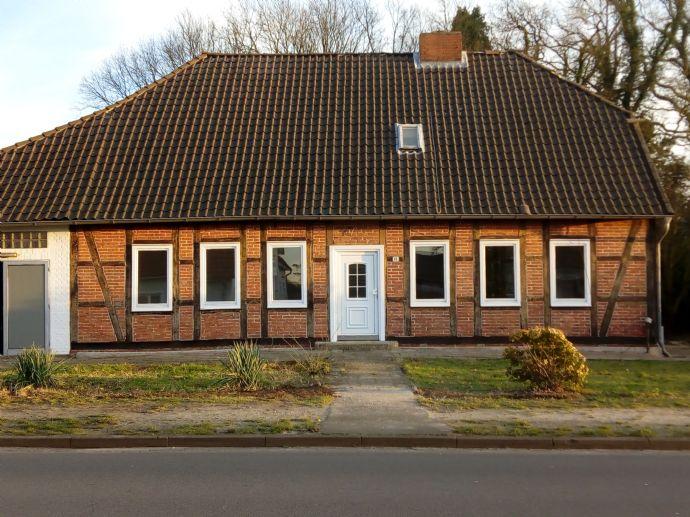 Helles, familienfreundliches Fachwerkhaus mit Scheune und gr. Garten in Beedenbostel