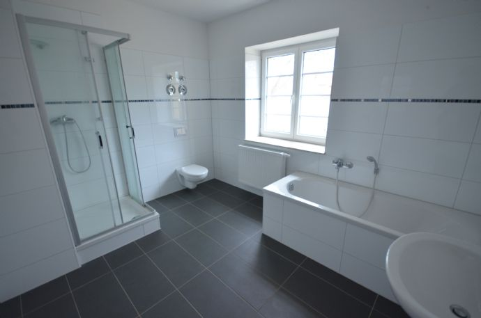 Helle und großzügig geschnittene 2-Zimmer-Wohnung in Stadtfeld West sucht nette Mieter!