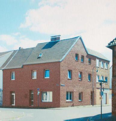 Schicke Erstbezug-Wohnung - komplett saniert! 93 m² Wohn- und 43 m² Nutzfläche!