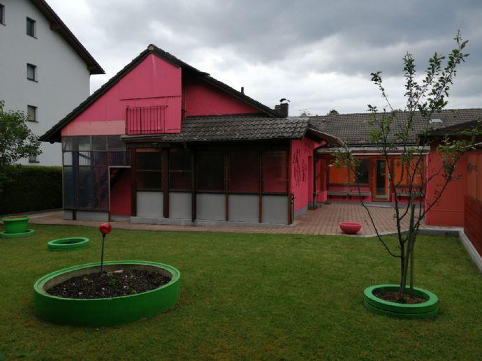 Große ebenerdige Wohnung im Bungalowstil mit Gartenanteil in bester Wohnlage von Eglharting