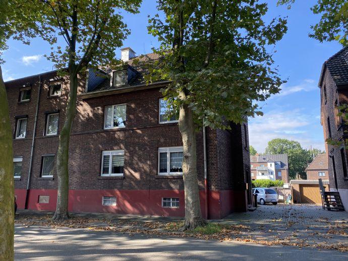 Schönes 3-Familienhaus mit freier Dachgeschosswohnung in ruhiger Seitenstraße!!!