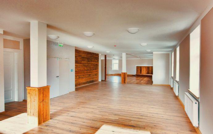 Modernes Veranstaltungszentrum mit Geschichte, renoviert, 2000 m² Baufläche, vielseitig verwendbar