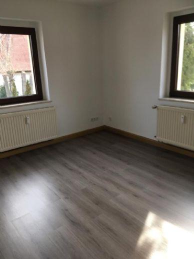 kleine 3 Zimmer Wohnung im I. Obergeschoss eines 4 Familienhauses mit Badewanne in Naumburg zu vermieten