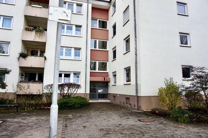 Renovierte, 5ZKB-Wohnung mit 2 Balkonen und Garage