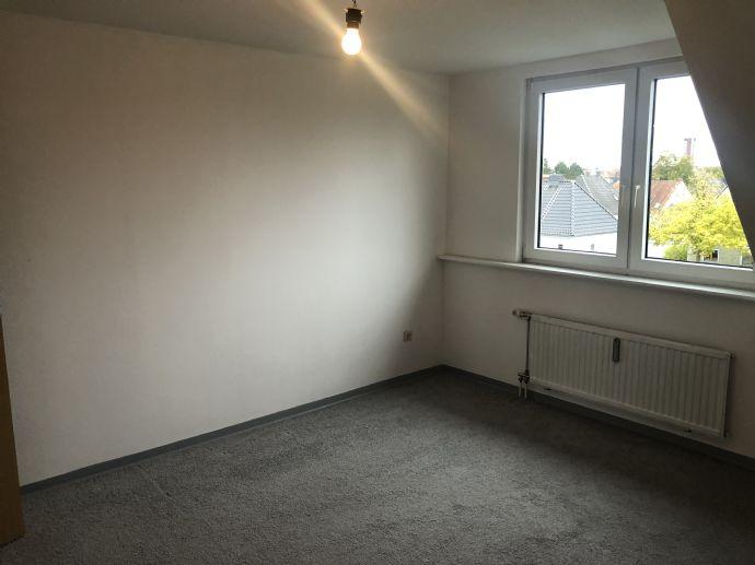 Nette 3 Zimmer DG-Wohnung in