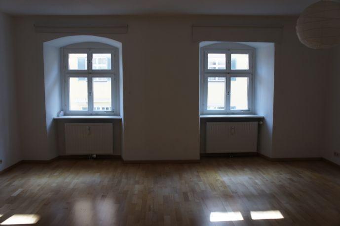 Großzügige Wohnung im historischen Altstadt-Haus!