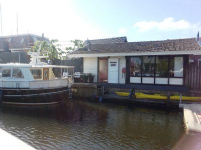 Ferienhaus am Wasser im Zentrum Stavoren.