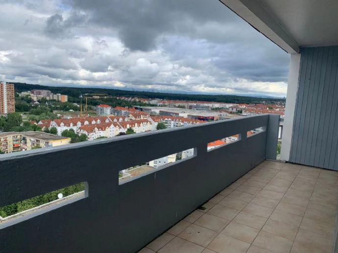 3-Zimmer-Wohnung mit Balkon und Wannenbad