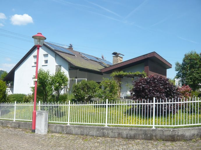 Einfamilienhaus mit Schwimmhalle in ruhiger Lage von Maulburg zu verkaufen