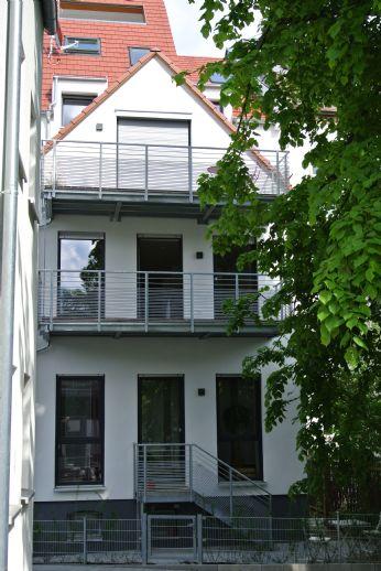 Schöner Wohnen mit Burgblick! Große 3-Zimmer-Wohnung mit Dachterrasse und Einbauküche!