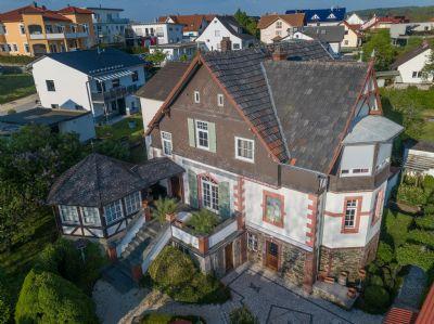 Familienfreundliche Villa in ruhiger Lage mit Schlossblick
