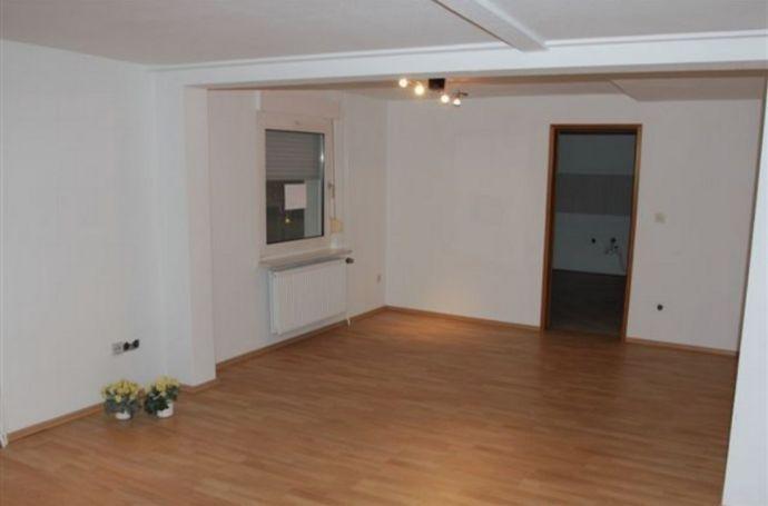 Geräumige und freundliche 3 Zimmer Wohnung, Zentral