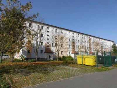 Selber renovieren und zwei Kaltmieten sparen! Schöne 3- Raum- Wohnung- Wohnung im 1.Obergeschoss mit Balkon