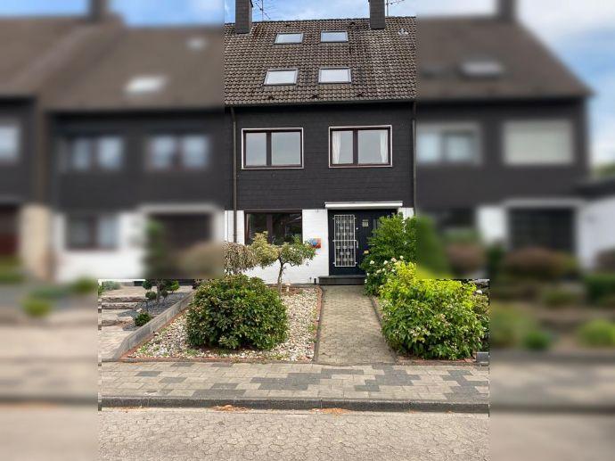 Großes Reihenhaus in Ratingen Breitscheid mit 7 Zimmern, Einbauküche, Glasfaseranschluss, Garage + Stellplatz, WG geeignet