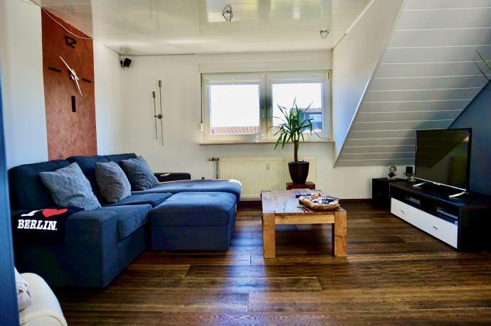 Schöne 2-Zimmer-Wohnung im DG mit Garage.