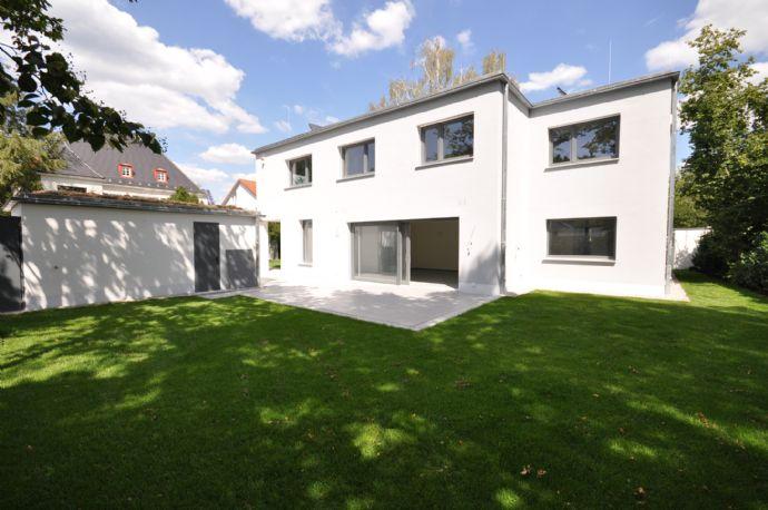 N-Laufamholz ~ Modernste Architektur ~ 100% barrierefrei mit Lift ~ Bulthaup ~ 2 Terrassen ~ Garten ~ Doppelgarage