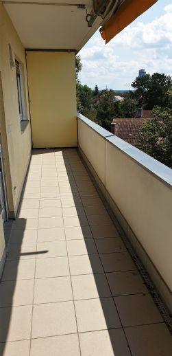 Schöne 3 - Zimmer Wohnung in ruhiger Lage mit 2 Balkonen.