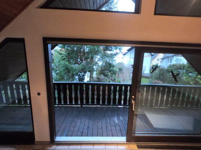 Von Privat: Helle 3,5 Zimmer Wohnung mit EBK und großem Balkon in Südlage zu vermieten
