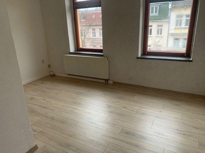 1,5-Raum-Wohnung mit Badewanne und Kosten sparen m. zusätzlichem Ofen