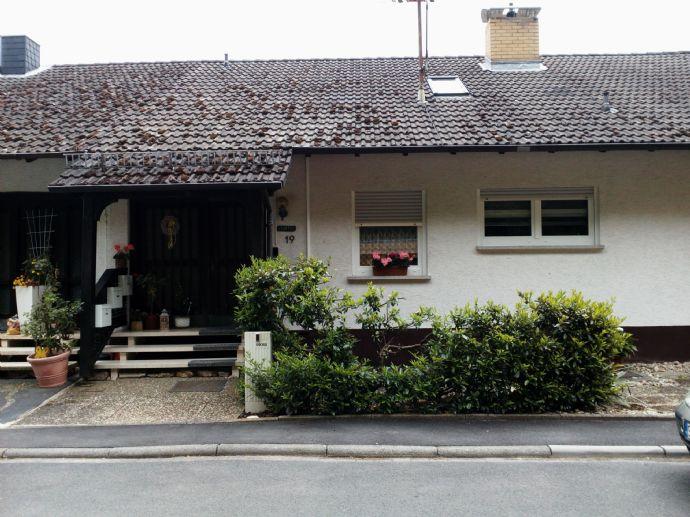 2 Drei Zimmer Wohnungen mit Balkon, Garage und Garten in Krausenbach.