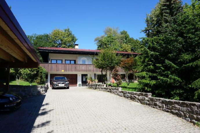 Einfamilienhaus mit Einliegerwohnung, XXL Garage, Carport und großem, schönem Grundstück in traumhafter Lage