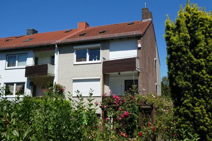 top saniertes Einfamilienhaus mit Dachstudio und 2 Stellplätzen in Kirchhuchting