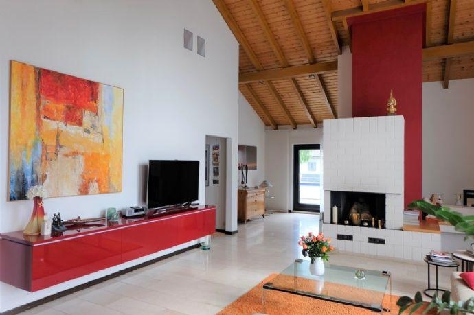Außergewöhnliches Architektenhaus mit separater Praxiseinheit