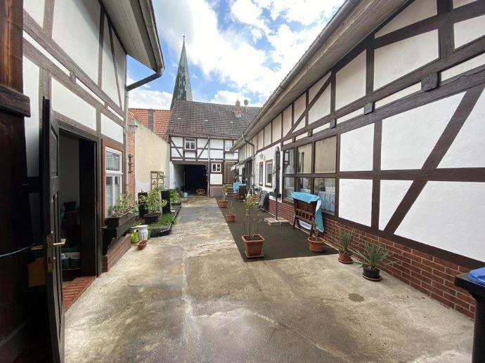 denkmalgeschütztes geschichtsträchtiges Wohnhaus mit Innenhof im Zentrum von Neustadt am Harz