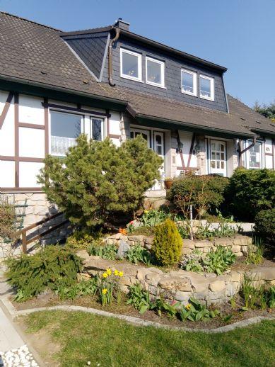 gepflegte, schöne, Doppelhaushälfte in Neu Pastow mit wunderschönem , sonnigen Garten mit vielen EXTRAS und 71 m² großen Terrasse