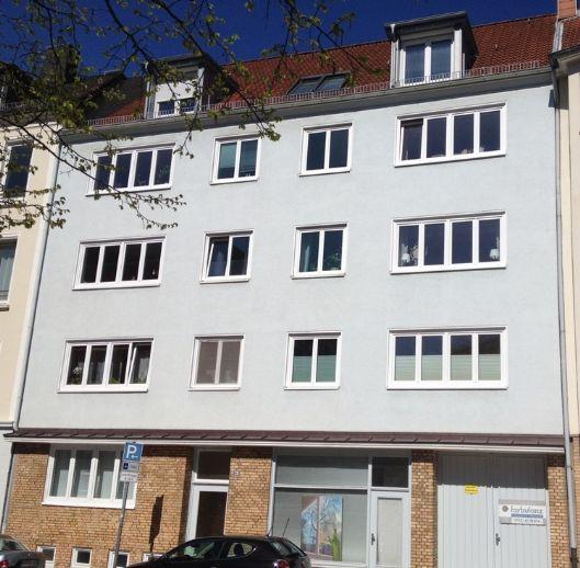Damperhof! Saniertes Bad! Zentral & ruhig gelegene 2-Zimmer Wohnung! EBK, Badewanne, Balkon!