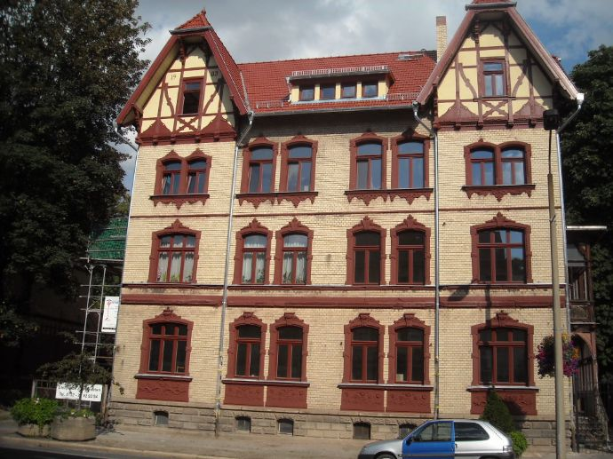 3ZKB- DG-Wohnung in repräsentativem Haus am Schlosspark