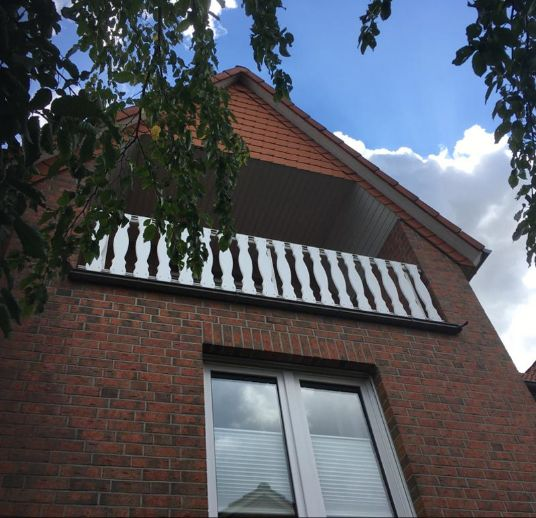 stadnahe 2-Zimmerwohnung mit Balkon im Dachgeschoß eines gepflegten 6-Familienhauses