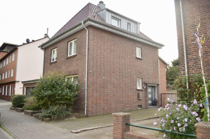 Freistehendes Einfamilienhaus mit separatem Büro