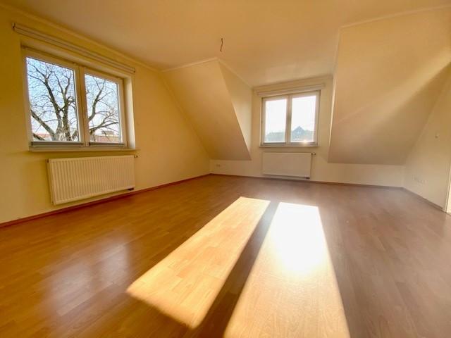 3-Zimmer-Wohnung samt Balkon und 2 Stellplätzen!