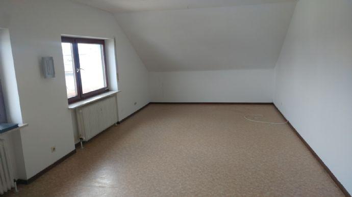 Schöne 3Zimmer Wohnung renoviert im 2.OG