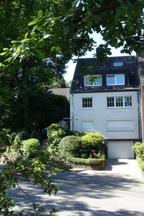 *Mülheim Holthausen* Modernes und großzügiges Stadthaus mit Einlieger und Doppelgarage