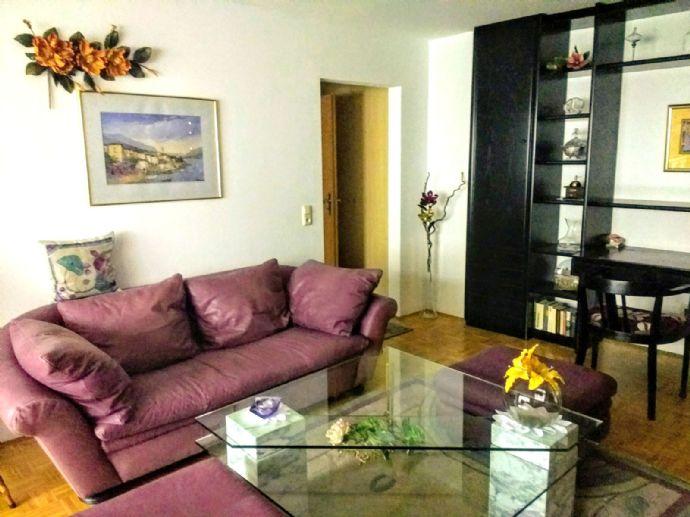 Stilvolle, gepflegte möblierte 2-Raum-Wohnung mit Balkon und EBK