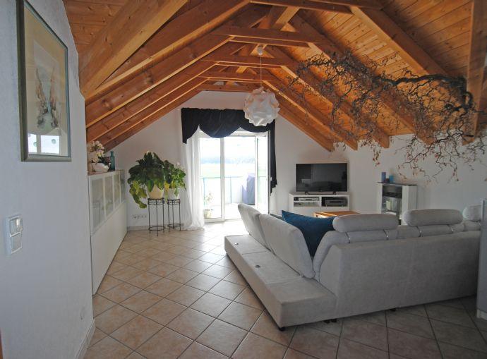 Voll möblierte, attraktive 2-Zimmerwohnung in Aurachtal
