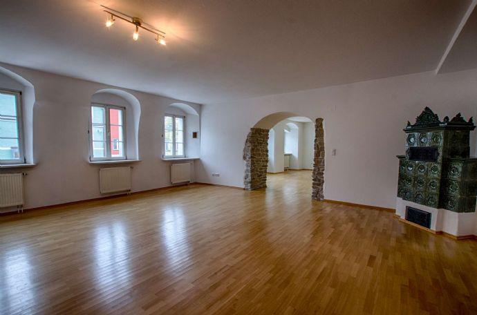 Großzügige 6-Zimmer-Wohnung mit 263 m² auf zwei Ebenen in der Innenstadt von Neustadt/WN