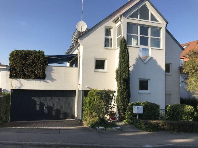 Einfamilienhaus mit Blick und seperater Einliegerwohnung / Praxis / Büro top Lage