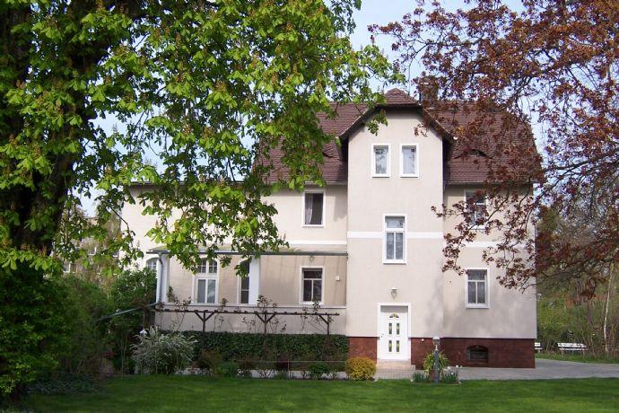 Historische Villa mit parkähnlichem Garten !