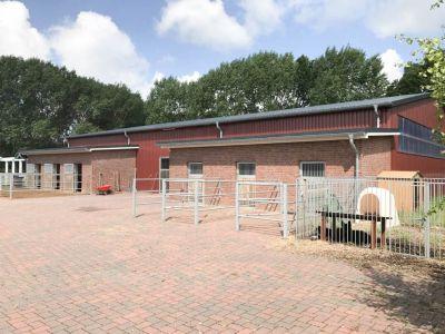 Traumhaus für Pferdehalter, Reithalle inklusive!