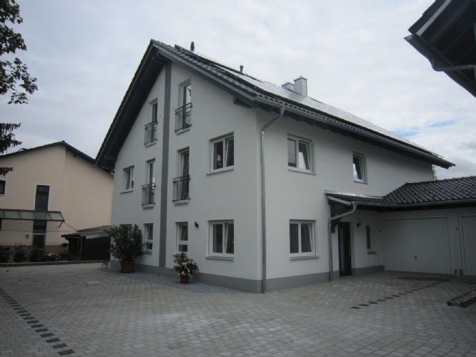 Moderne Doppelhaushälfte mit Terrasse und Garten in Wallersdorf / Plattling / Dingolfing