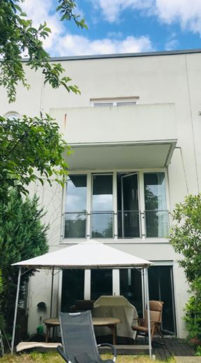 Familienfreundliches Reihenmittelhaus mit Garage nur 1km von Berlin