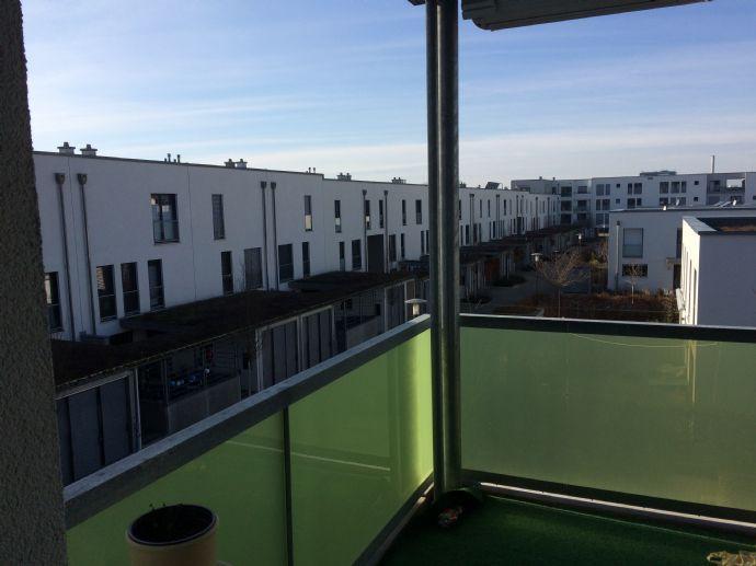Lichtdurchflutete, barrierefreie 2 Zimmerwohnung mit Balkon im Röthelheimpark zum 15.04.2020 zu vermieten