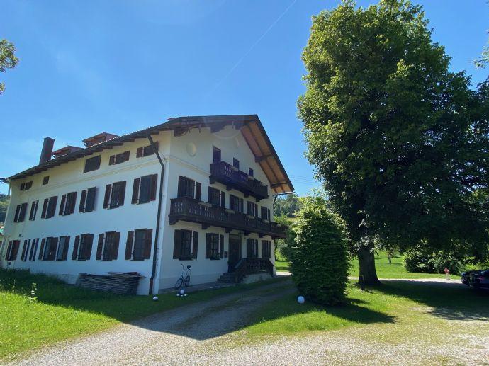 Hochwertige 5-Zi Landhauswohnung mit Wohnküche und Kaminöfen in Miesbach